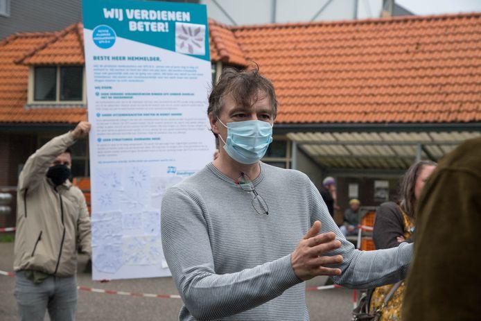 Begin september werd actie gevoerd bij kippenslachterij GPS in Nunspeet. Productiemedewerker Bertus Zoet legde uit waarom volgens hem en de vakbond FNV de werkdruk omlaag moet en uitzendkrachten na een jaar in vaste dienst moeten worden genomen.