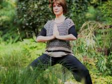 Yogadocente Gonnie uit Wierden laat jou thuis gratis yogalessen volgen: 'Wie ervaart er nu geen spanningen?'