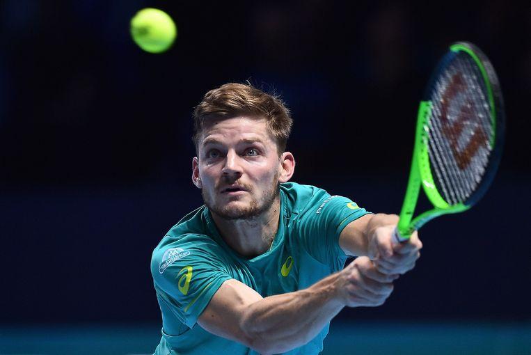 David Goffin strekt zijn armen om een backhand te kunnen slaan tegen Grigor Dimitrov tijdens de ATP World Tour Finals in Londen. Beeld AFP