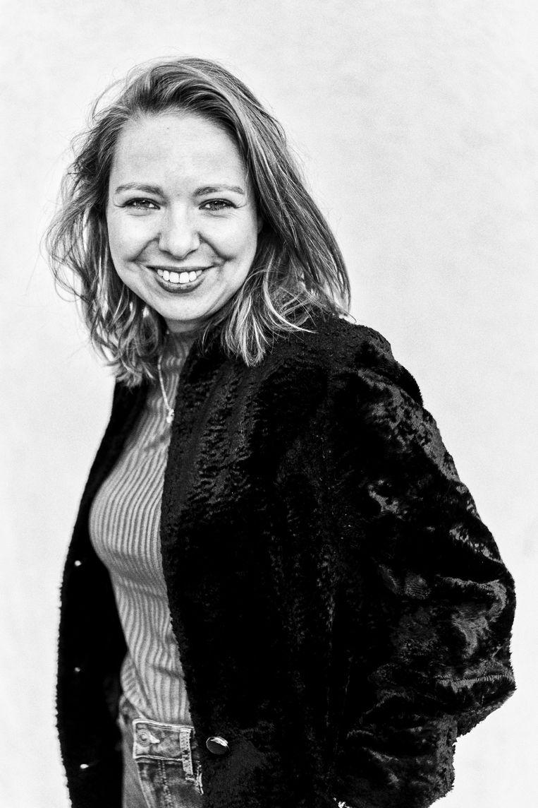 Lisanne van Sadelhoff: zelfs de XXL-panteronderbroek van haar net overleden moeder die ze draagt tijdens een huilbui op de redactietoiletten, blijft niet onbesproken in haar boek. Beeld Thomas Sweertvaegher