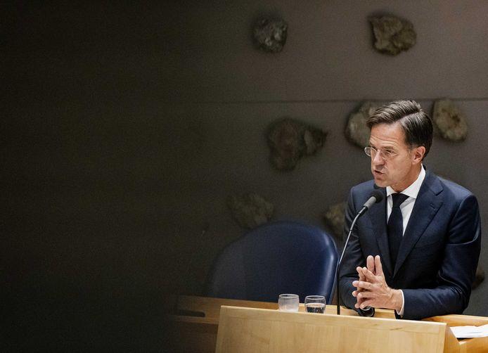 Demissionair premier Mark Rutte in de Tweede Kamer tijdens een debat over de nieuwe coronaregels die het kabinet wil invoeren.