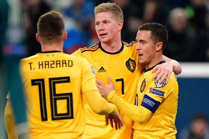 Kevin De Bruyne entourés des frères Hazard, Thorgan et Eden.