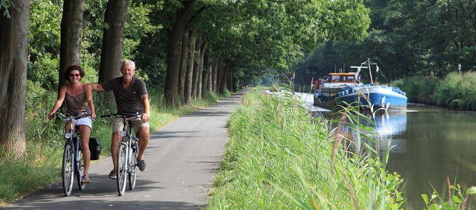 Heerlijk fietsen langs de vele kanalen en open velden is een troef in de Kempense regio