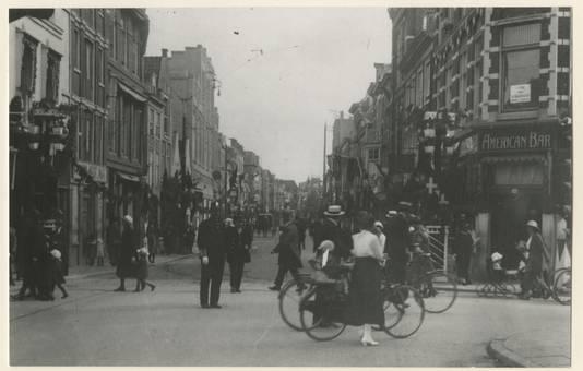 De Gedempte Gracht in 1923, gezien vanuit de Wagenstraat. Hier woonden voor de oorlog veel Joden.