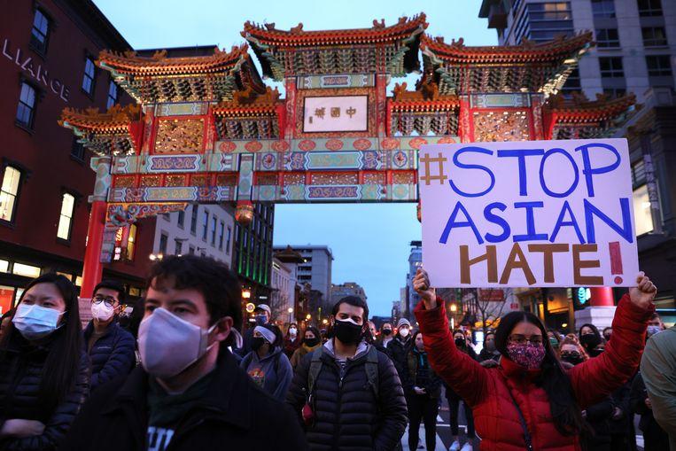 Inwoners van Washington zijn in China Town de straat opgegaan tegen het aanhoudende geweld tegen Aziatische Amerikanen.  Beeld Getty