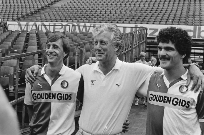 Vlnr: Johan Cruijff, toenmalig Feyenoord-trainer Thijs Libregts en Michel van de Korput.