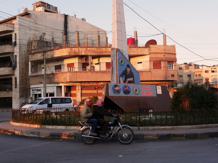 Een monument voor de martelaren in Noordoost-Syrië Beeld Bruno Struys