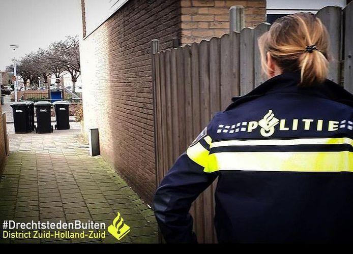 De mishandeling vond plaats in de brandgang van de Laurierhof in Papendrecht.