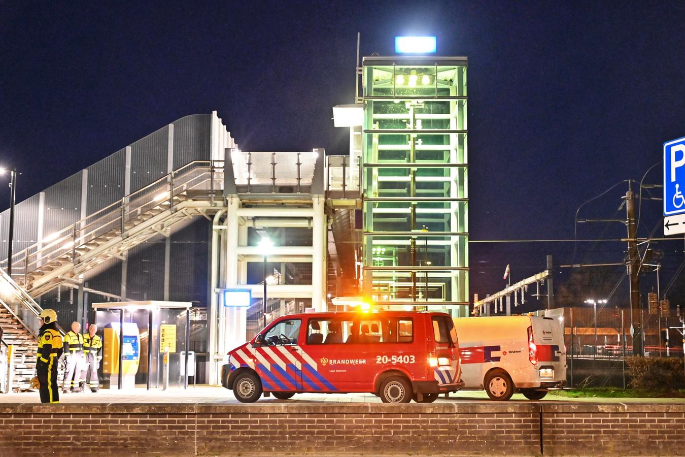 Het treinverkeer rondom Lage Zwaluwe is tijdelijk stilgelegd.