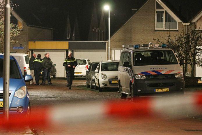 Aan de Bunschotenlaan in Emmeloord is een schietincident geweest. De politie voerde er dinsdagavond een forensisch onderzoek uit.