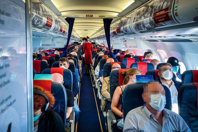 Des membres du personnel de cabine de Brussels Airlines dénoncent leurs conditions de travail.