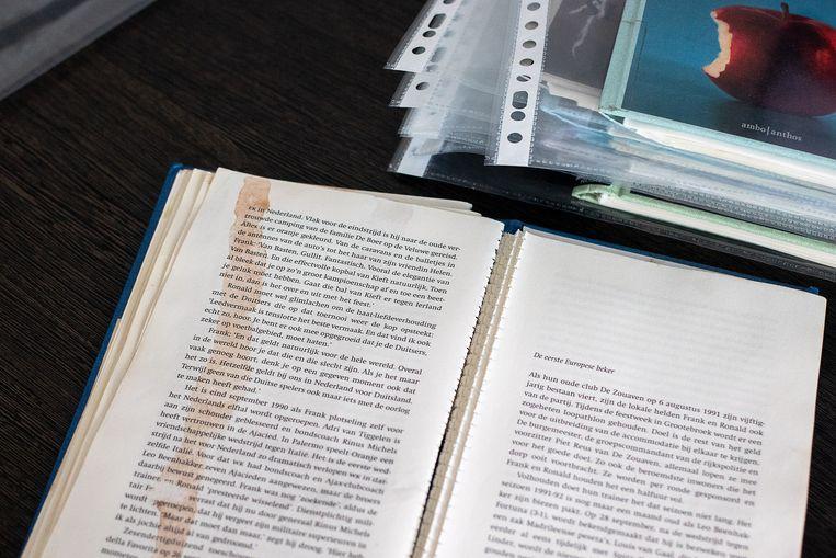 De kunstenaars bestudeerden alles samen 2.400 pagina's.