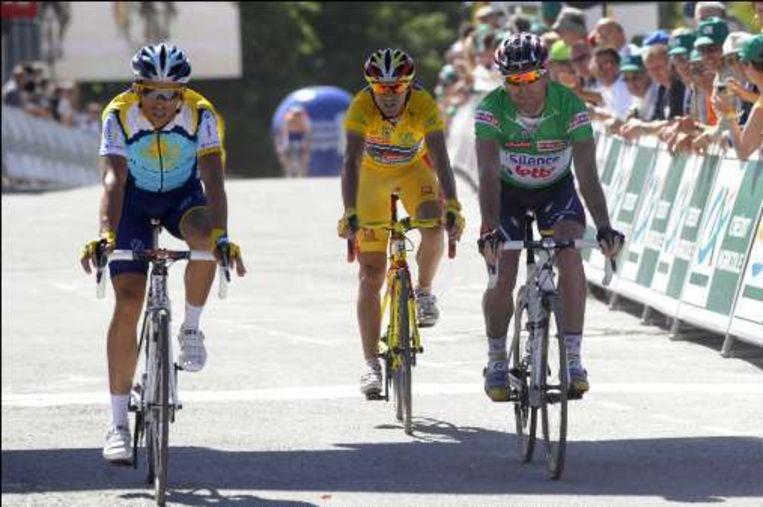 Cadel Evans, Alejandro Valverde en Alberto Contador hielden elkaar nauwlettend in het oog. Beeld UNKNOWN