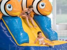 Eindelijk weer vrij zwemmen in Zwembad Waalslag: 'Even kijken of ze het nog kan!'