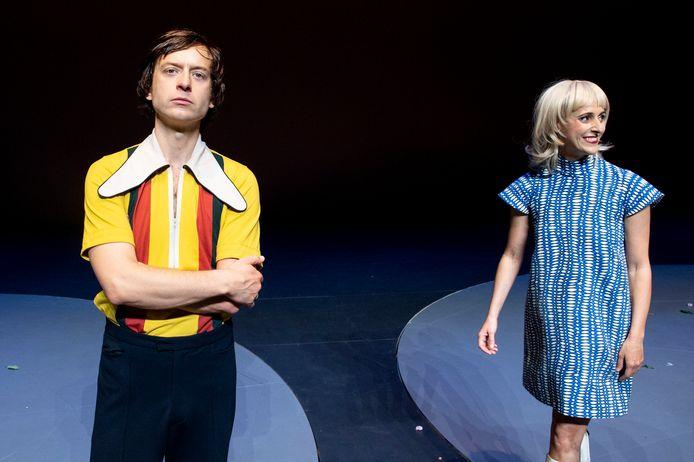 Tobias van Nierop en Myrthe Burger als Johan en Danny Cruijff.