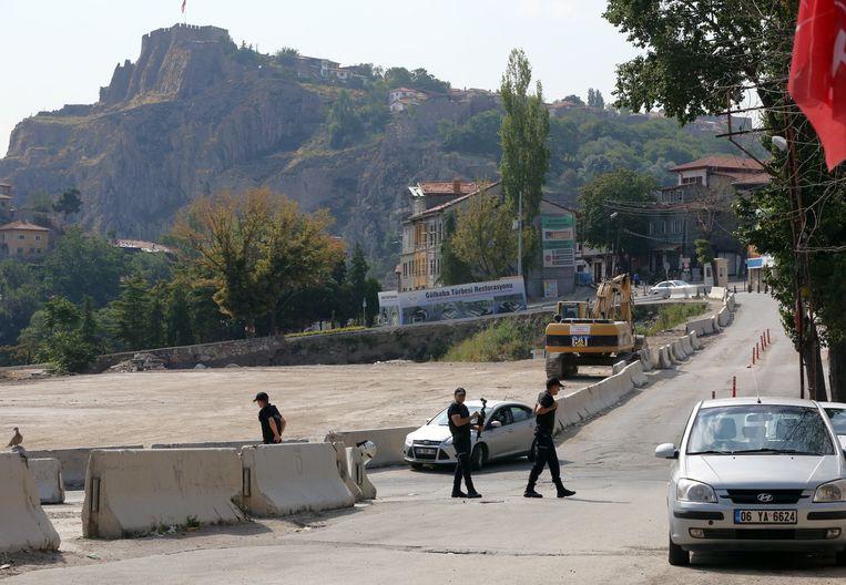 De Turkse politie voerde ook acties uit in Istanbul, waar tientallen mensen werden opgepakt omdat ze banden zouden hebben met IS. Beeld ap