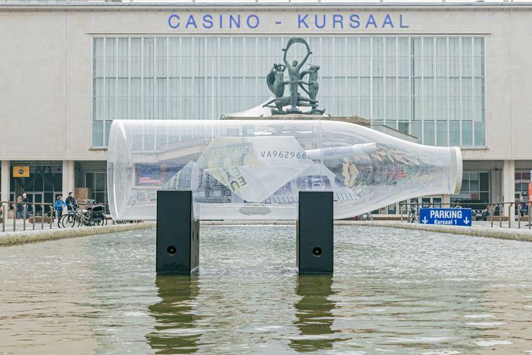 Het werk van Tom Herck stond enkele maanden in de vijver voor het Kursaal van Oostende