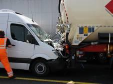 Kettingbotsing zorgt voor chaos op A1 in Twente: verkeer wordt omgeleid