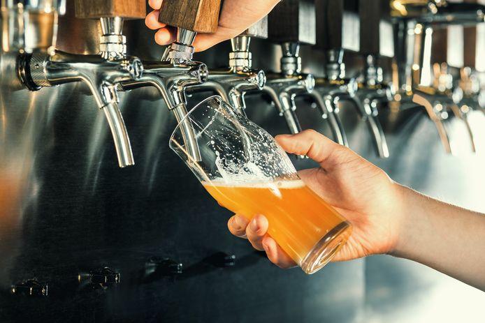 Een perfect biertje tappen. Gebruik een schoon glas, zonder vettigheid.
