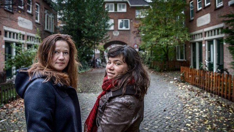 Documentairemakers Sarah Sylbing (rechts) en Ester Gould. Beeld Jean-Pierre Jans