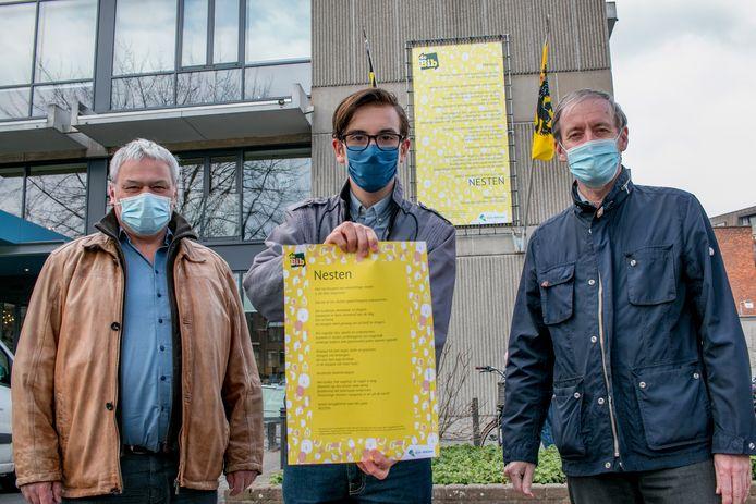 Kinderstadsdichter Mauro Pauwels, met cultuurschepen Filip Baeyens en burgemeester Lieven Dehandschutter.