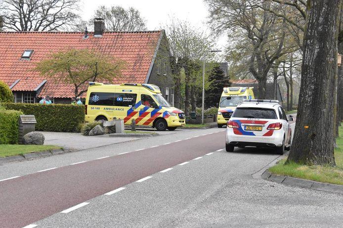 Een schilder viel vanmorgen van het dak aan de Hoogenweg in Hardenberg.