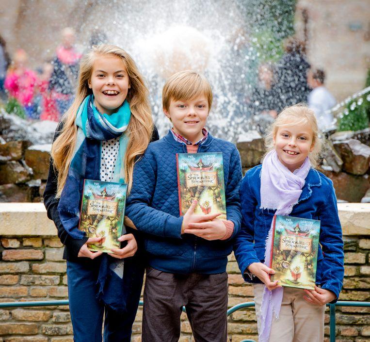 Eloise, Claus-Casimir en Leonore in de Efteling bij het verschijnen van het boek 'De Sprookjessprokkelaar', van prinses Laurentien, in 2014 Beeld Hollandse Hoogte /  ANP
