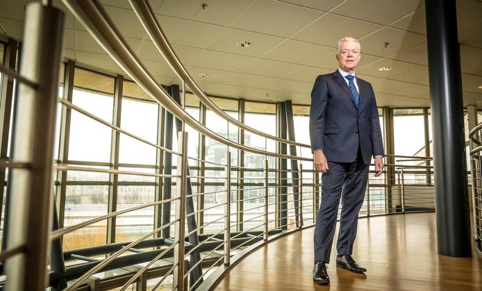 Leen Verbeek, commissaris van de Koning in Flevoland, is bedreigd vanwege het beleid om de grote grazers  in de Oostvaardersplassen niet bij te voeren.