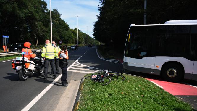 Weer ernstig ongeluk tijdens verkenning WK: Oostenrijkse wielrenster aangereden door bus