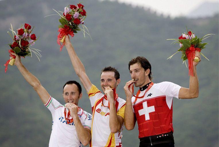 De prijsuitreiking op de Olympische Spelen in Beijng. Links Rebbelin. Foto EPA Beeld