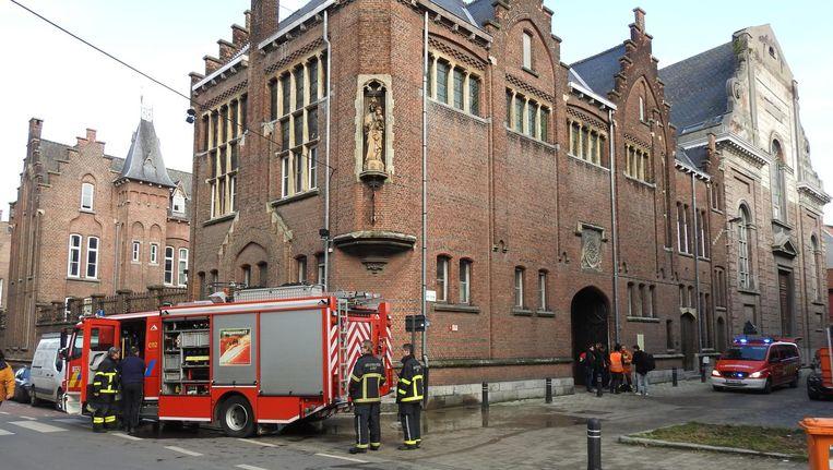 De brandweer kon de brand in de kelder van het historische gebouw gelukkig snel blussen. Beeld Jurgen Eeckhout