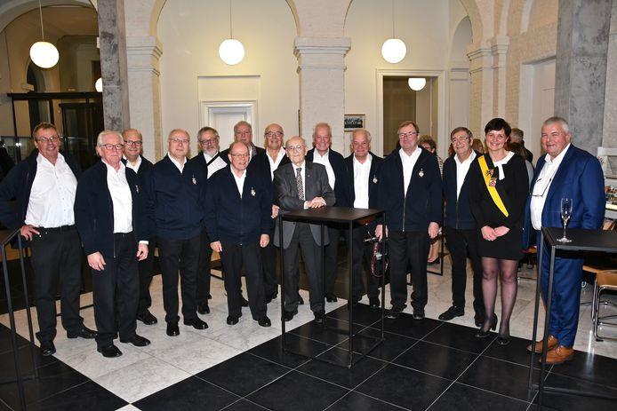 60-jarig bestaan Banjo-Orkest - stadsbestuur en een deel van de leden