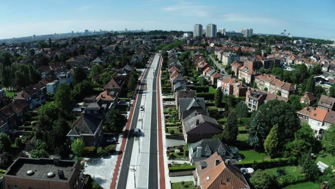 """Laatste loodjes, mooie luchtbeelden van vernieuwde Sint-Annalaan: """"80% klaar voor ringtrambustracé"""""""