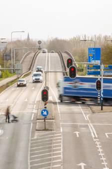 Verbreding Rijnbrug op losse schroeven, wethouder Rhenen verbijsterd: 'Ik snap niet waar je het lef vandaan kan halen'