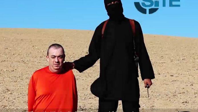 Een beeld uit de video waarop gedreigd wordt Alan Henning te doden