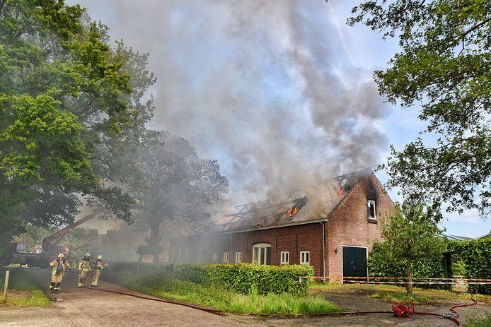Grote brand in boerderij Esbeek.