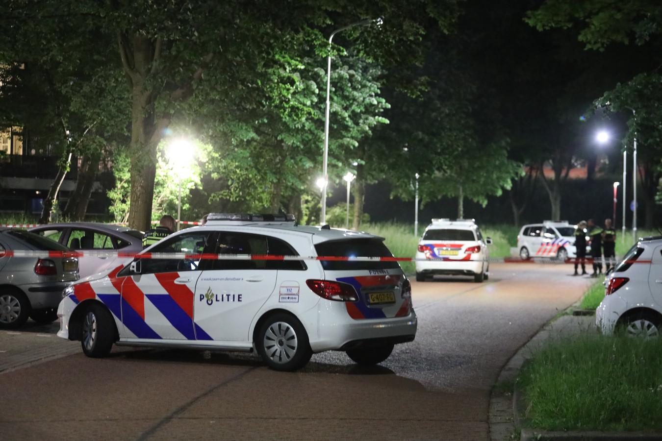 De politie doet onderzoek na de steekpartij bij het Fonteinbos in Zoetermeer.