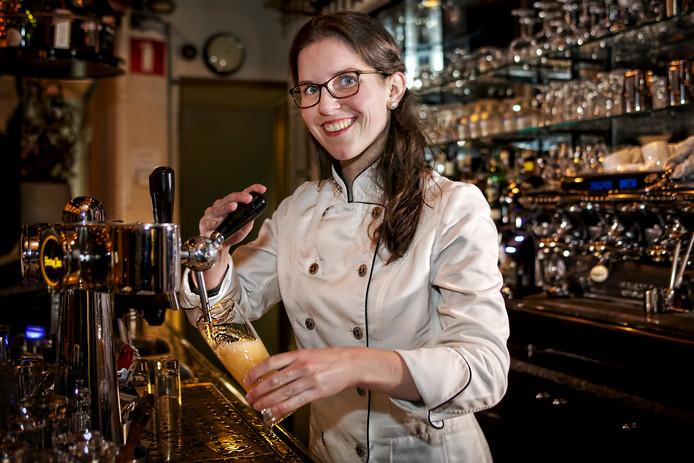 Suzie van Amelsvoort, werkzaam bij restaurant Gauchos aan de Grote Markt in Breda, is doorgedrongen tot de finale van het Nederlands Kampioenschap biertappen.