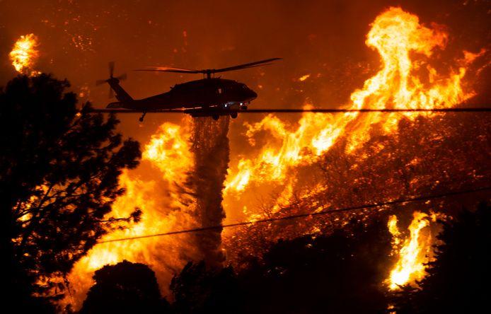 Een verwoestende brand in California.