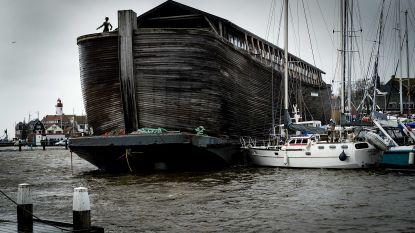Ark van Noach op drift in Nederlandse Urk