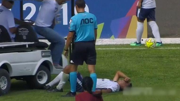 De medische kar deed de pijn van Bernardo alleen maar verergeren.
