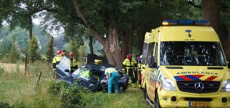 Vrouw belandt met auto in sloot in Berkel-Enschot