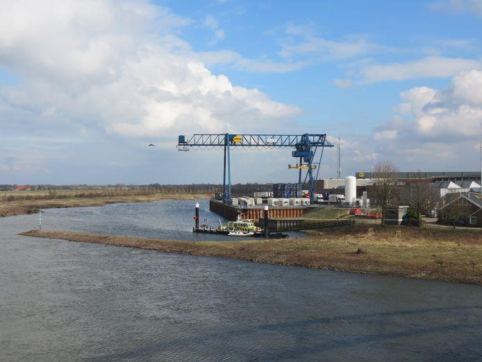 Rotra en Ubbink gefotografeerd van de kant van de dode arm van de IJssel.