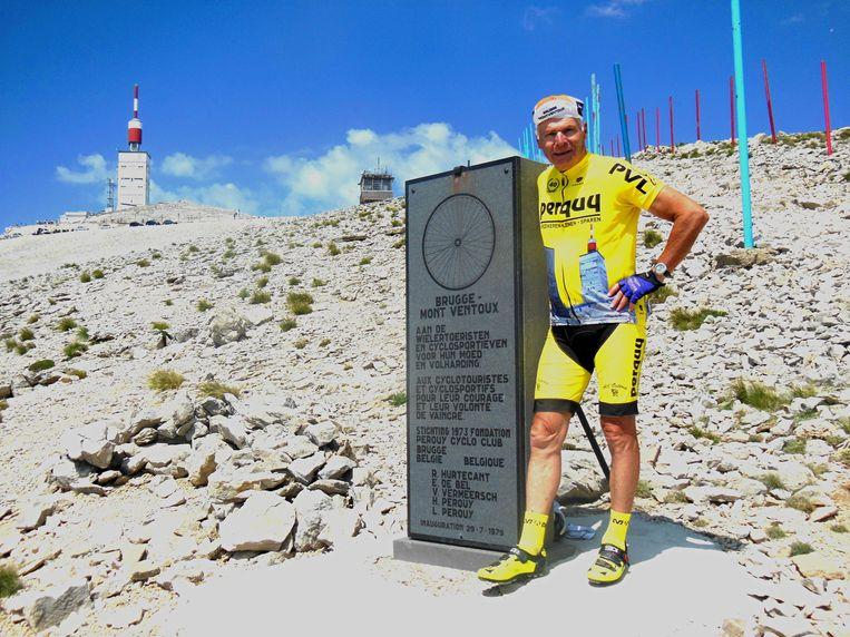 Roland Hurtecant aan zijn eigen monument op de Mont Ventoux.