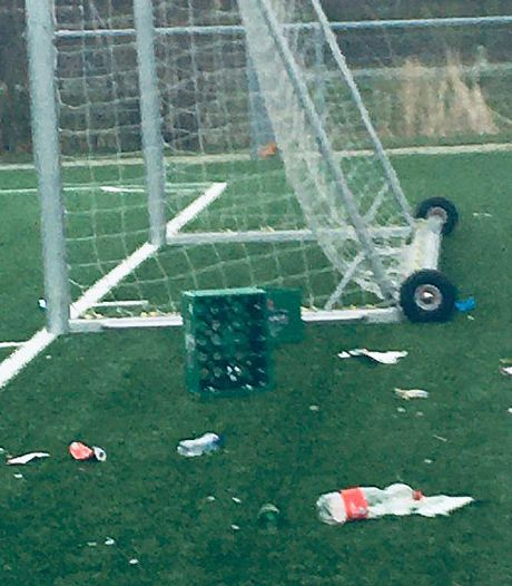 En weer ligt er troep op de velden van Gorcumse voetbalclub GJS: 'De glasscherven liggen overal'