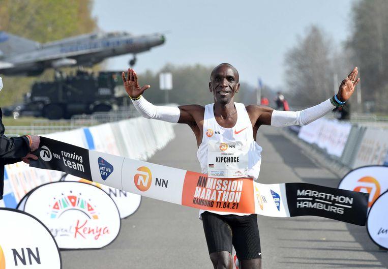 Eliud Kipchoge wint in Twente in 2u04:30. Beeld ANP