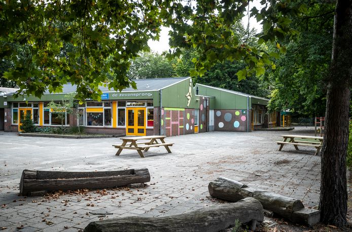 Basisschool de Zevensprong in Best wordt gedeeltelijk gesloopt en krijgt nieuwbouw.