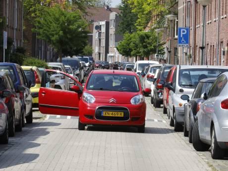Bewoners Schiedam-West niet blij met betaald parkeren: 'Waardeloos en geen oplossing voor het probleem'