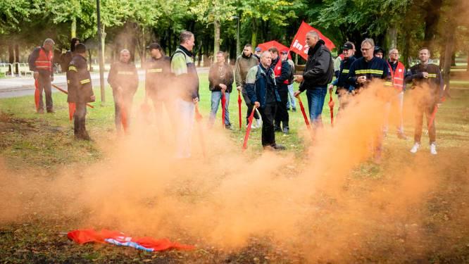 Amsterdamse ambtenaren leggen dinsdagmiddag werk neer