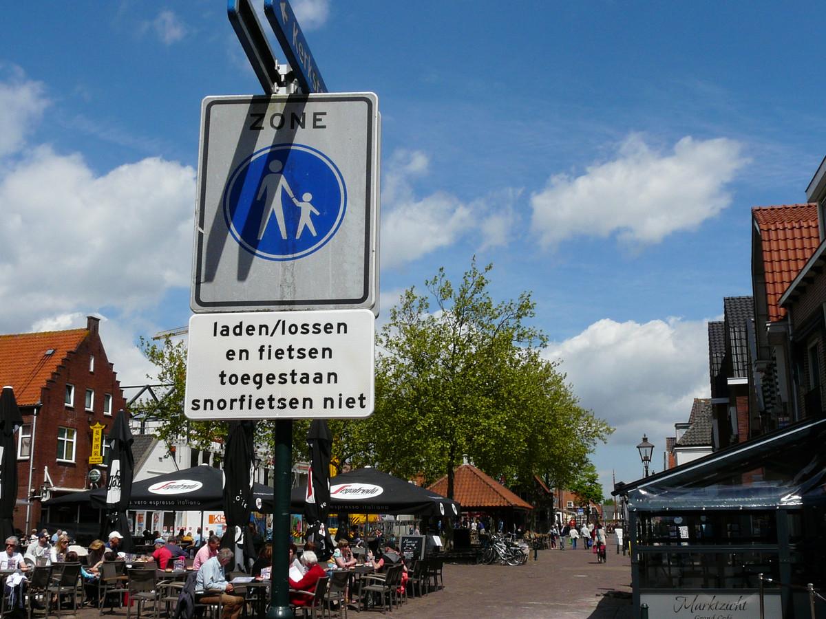 Brom- en snorfietsen zijn verbannen van het Spuiplein en de Oosterpoort.